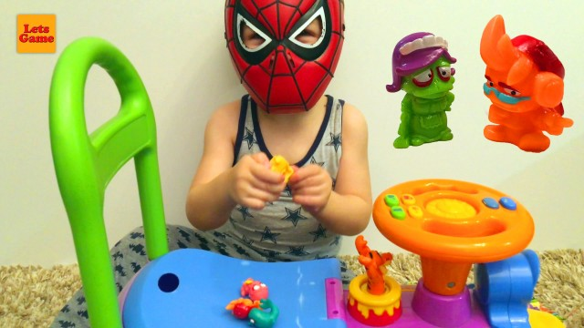 Little Boy Spider-Man Unpacking Toys Zomlings
