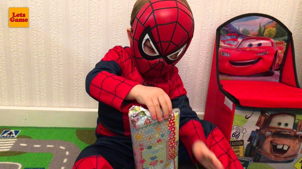 Little Boy SpiderMan Unpacking and Playing with Toys