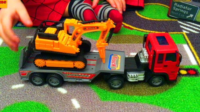 SpiderMan LittleBoy Unpacking Toys and Playing with Cars