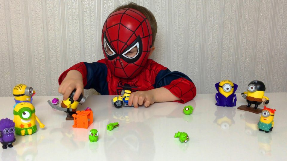 Little Boy Spider-Man Unpacking Zomlings Toys and Playing with Minions