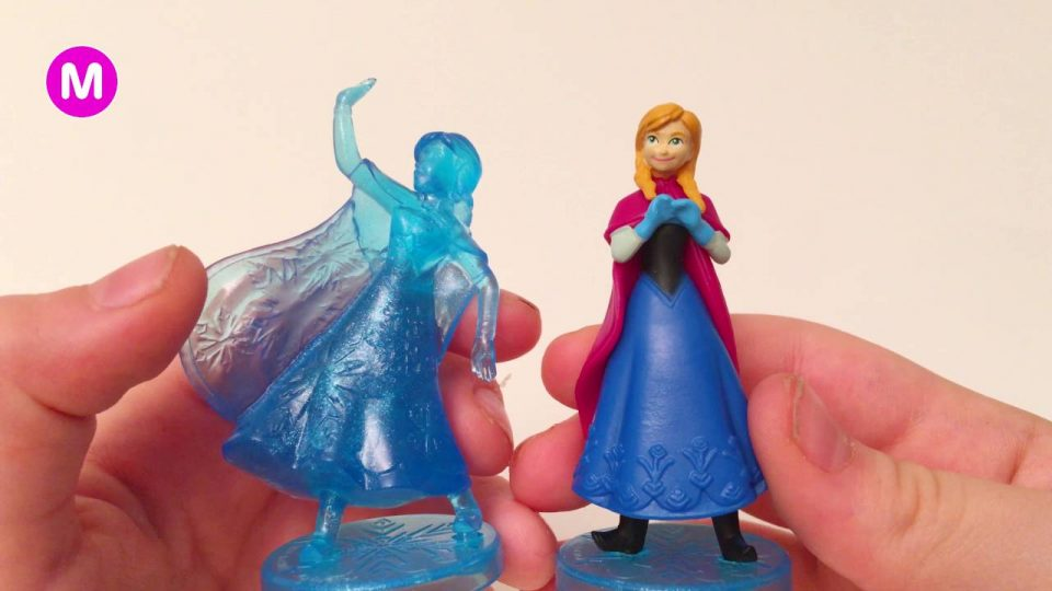 Little Girl Manina Unpacking Disney Frozen Toys Figures