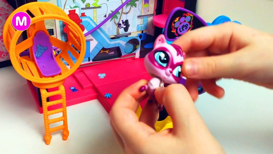 Little Girl Manina Unpacking Littlest Pet Shop LPS Toys