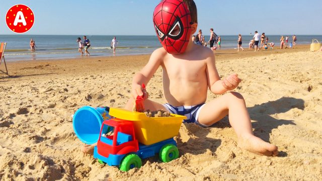 Spider-Man LittleBoy Adam Unpacking Beach Car Sand Toys on the Beach
