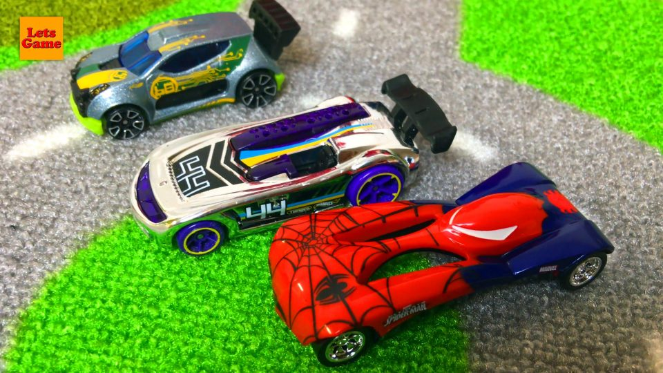 Spider-Man Playing Hot Wheels Cars Toys