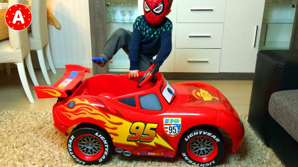 Spider Man Unpacking Disney Pixar Lightning McQueen Car