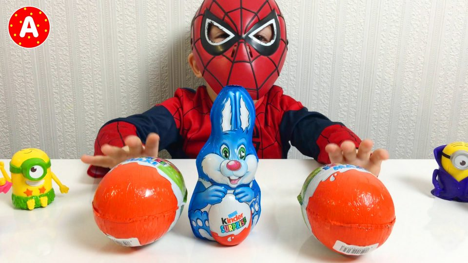 Spider-Man Opening Kinder Surprise Eggs