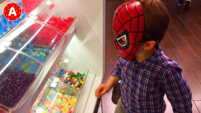 Spider-Man goes to Cinema and Watching Angry Birds