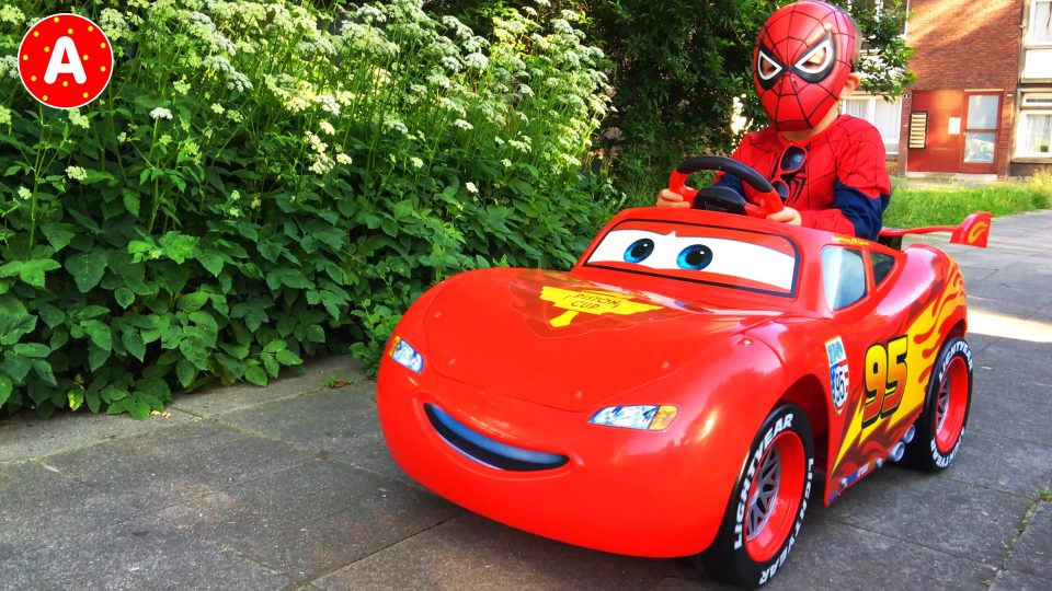 Spider-Man in Car Lightning McQueen on a Picnic