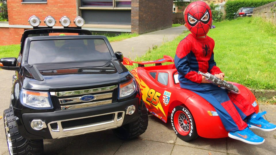 Spider-Man Ride Cars Lightning McQueen and Ford Ranger