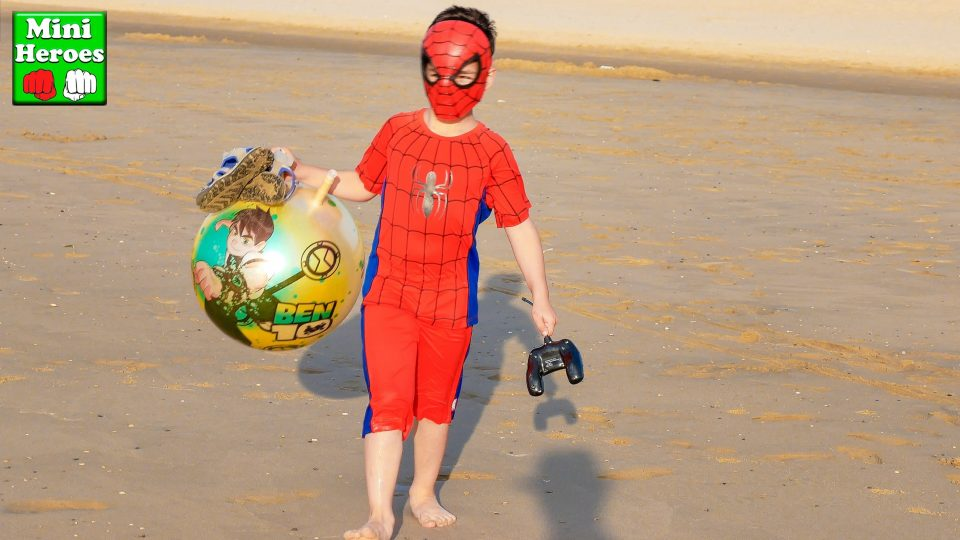 Little Spider Man goes to the Sea and play there with a big ball