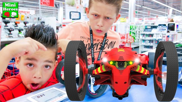 Spider Man buys very cool Drone Drone Parrot Mini Jumping