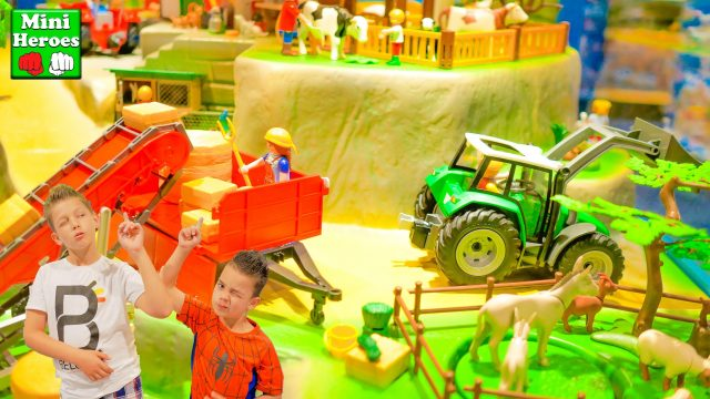 Spider Man in a toy store to get acquainted with the Playmobil country